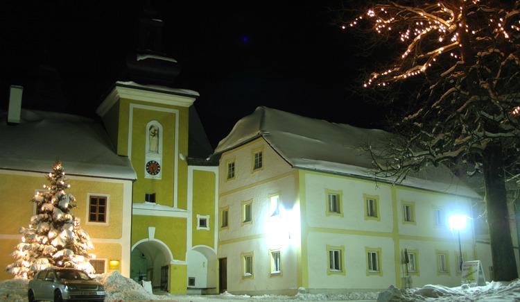 Weihnachtlicher Ortsplatz Pfarrkirchen (© TV Pfarrkirchen)