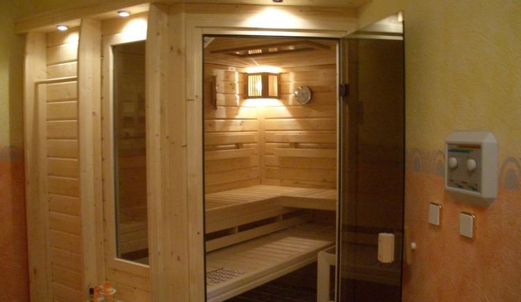 Wellnessbereich mit Sauna und Infrarotkabine (© Bergkristall)