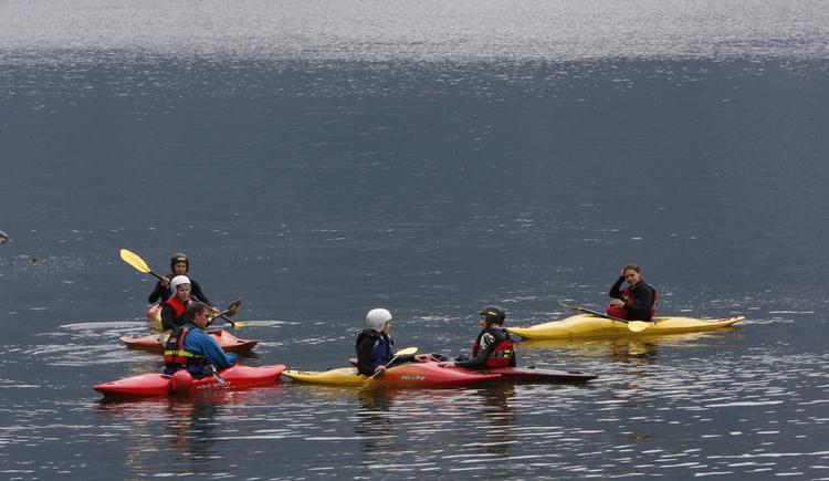Enjoy a canoe trip on the beautiful Lake Hallstatt. (© ©Viorel)