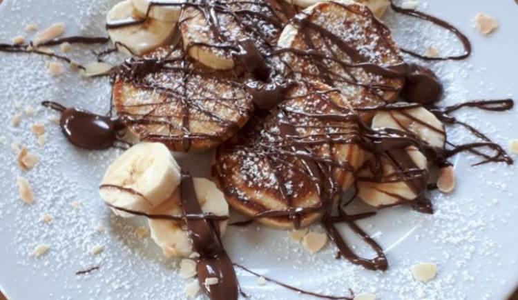 hausgemachte-pancakes-mit-nutella-und-banane (© Timeless)