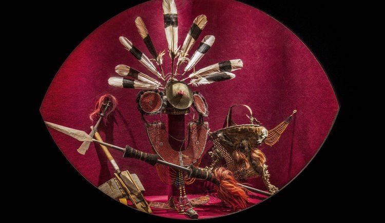 Kopfschmuck und Waffen der Naga, Bergvolk im Norden Indiens
