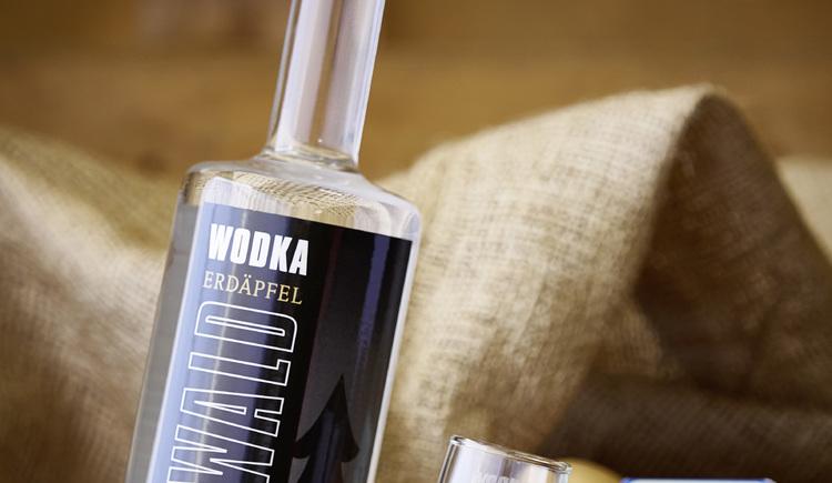 Sauwald-Wodka, schräge Flasche. (© WGD Donau Oberösterreich Tourismus GmbH-Peter Podpera)