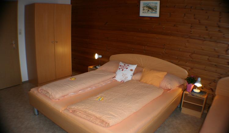 Schlafzimmer Morgensonne Bild Nummer 3. (© Haus Straubinger-Tiefenbacher Bad Goisern)