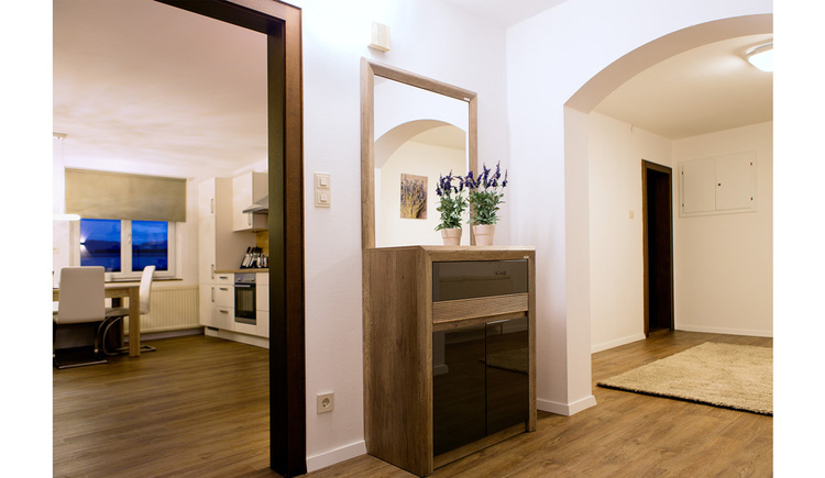 Entrance hall, shelf, mirror