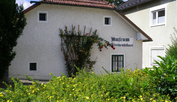 Kirchenhäusl Museum neben Pfarrkirche