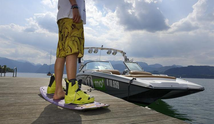 Wakeboarder am Steg