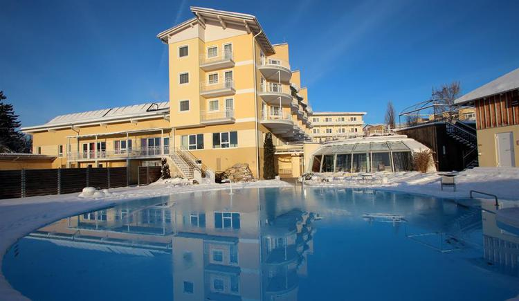 Almesberger Wellnessresort in Aigen-Schlägl, Außenansicht Winter.
