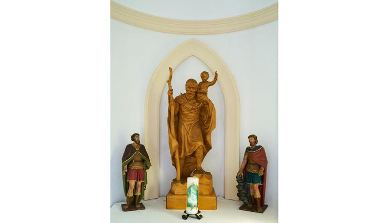 Blick auf Heiligenfiguren