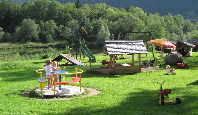 Kinderspielplatz beim Hirschpoint (© Hirschpoint)