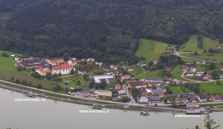 Webcam vom Penzenstein auf die drei Anlegestellen in Engelhartszell. (© WGD Donau Oberösterreich Tourismus GmbH)