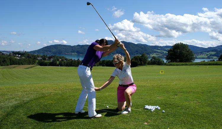 Sandra Fischer bei der Arbeit (© Golfschule Sandra Fischer)