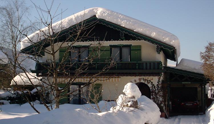 Das Haus Rosenwinkl in Strobl am Wolfgangsee im Winter bei Familie Fanninger