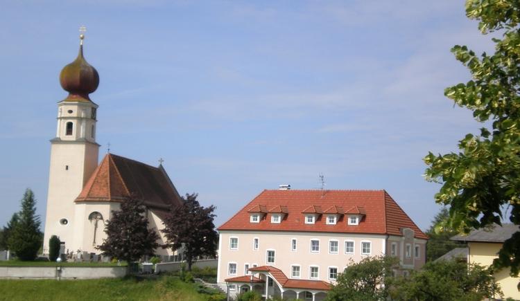 Gemeinde und Kirche. (© Gemeinde Geretsberg)