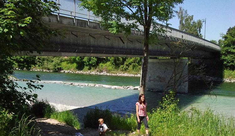 Almspitz - Traunbrücke - Genuss am Almfluss. (© Tourismusverband Almtal-Salzkammergut, Genuss am Almfluss)