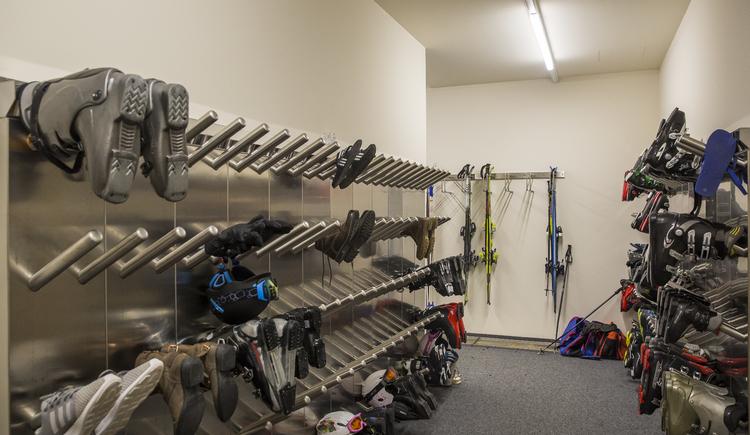 ski room. (© cooee-alpin-hotel-dachstein)