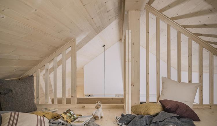 Schlafboden in der Holzknechthütte für 2 Kinder (© Ramenai Das Böhmerwaldlerdorf)