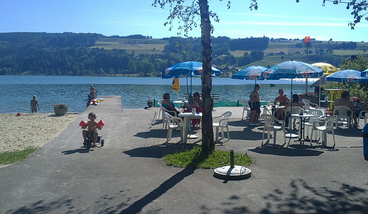 lake, sun shades, children, tables with chairs