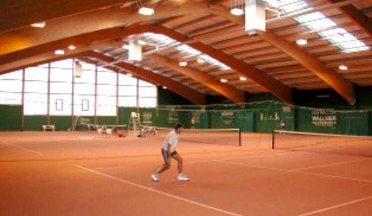 Tennisplätze innen