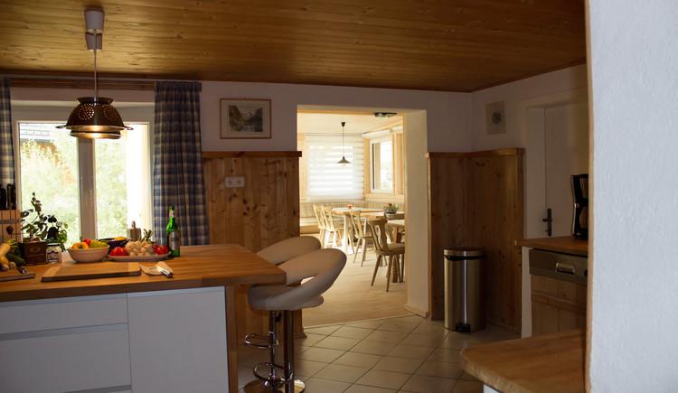 Küche mit Blick in Essraum