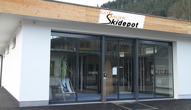 Gebäude des Skidepots am Tag. (© Neubacher Nici)