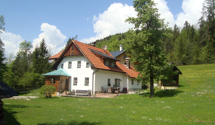Located on the edge of the forest in the village of Untersee, you can enjoy absolute peace and quiet in the Ferienhaus Waldbankerl