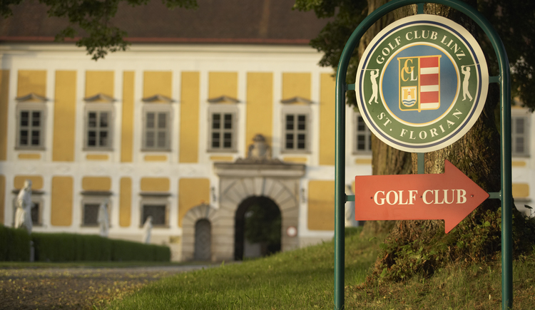 Zufahrt zum Golfclub (© Leading Golf Courses / www.severnimages.com)