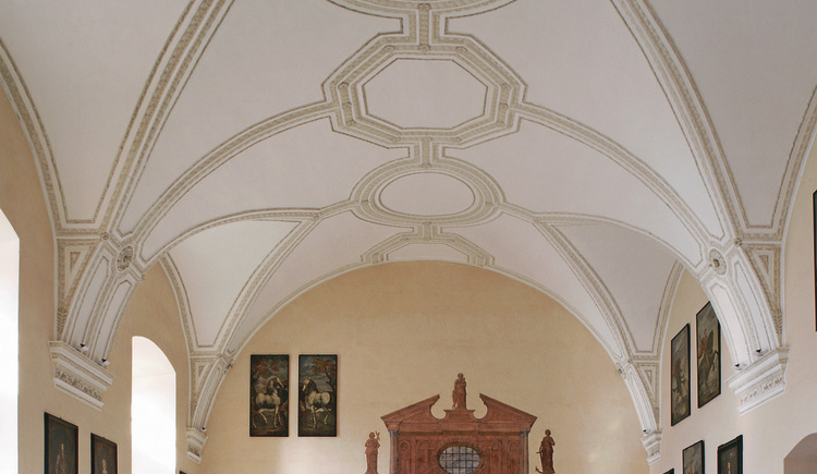 Rittersaal-Kapellenblick