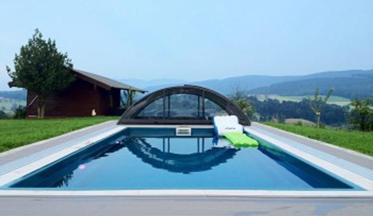 Pool, Garten, Bauernhof Emeder, Straß im Attergau, Salzkammergut.