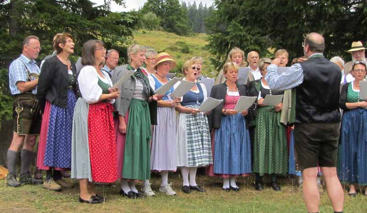 """The \""""Liedertafel\"""" Strobl gives on July 5, 2014 a concert at lakeside bandstand in Strobl"""