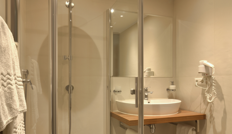 Bad im Einzelzimmer (© Eberl)