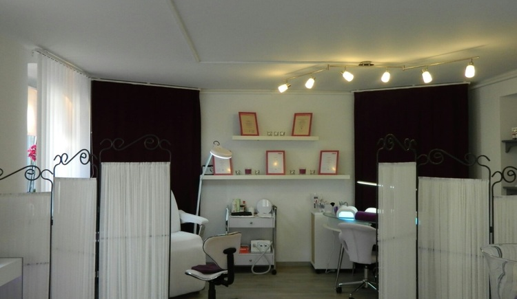 Cosmetics, hand and foot care right in the center of Bad Goisern. Make your personal appointment with Auli.