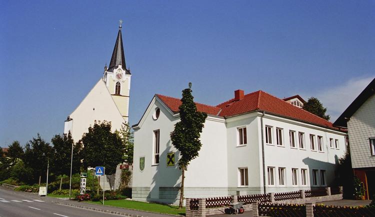 Pötting Ortsansicht mit Kirche
