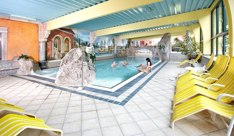 Wellnessparadies mit Hallenbad. (© Hotel Donauschlinge)