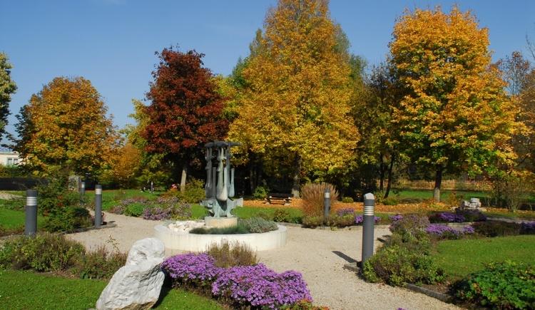 Herbstlicher Schlosspark. (© Schloss Zell)