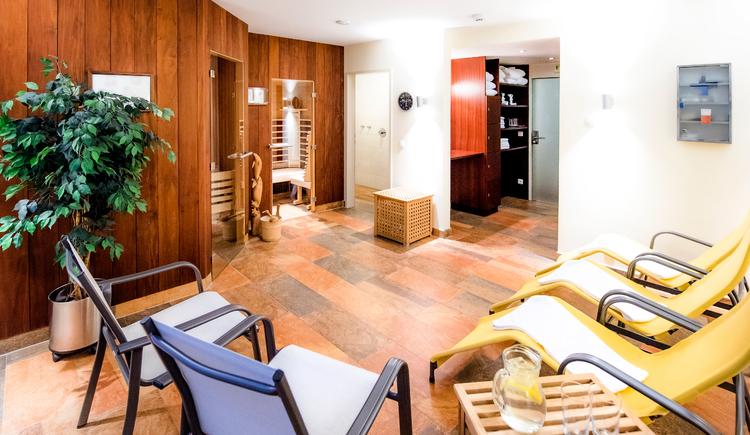 Finnische Sauna und Infrarotkabine. (© Katharina Wisata / Elisabeth Poringer)