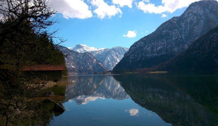 Die Ferienwohnung befindet sich in der Nähe des Hallstättersees und verfügt auch über eine kleine Bootshütte.