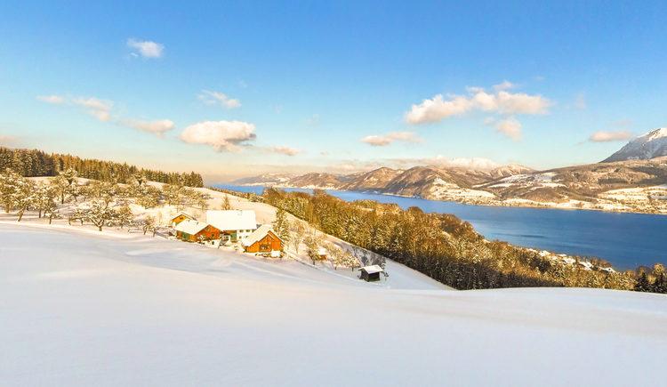 Panoramabild vom Margarethengut mit Blick auf den See im Winter. (© Andreas Graf)