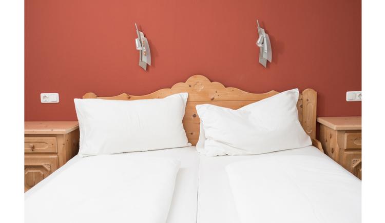 Doppelbett, Nachtkästchen