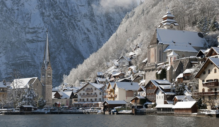 Even in winter you have a beautiful view above the Lake Hallstatt.