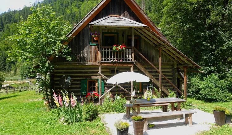Aufgang zur Ferienwohnung und Gartenterrasse