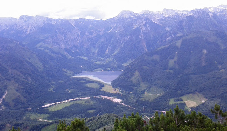 Blick vom Eibenberg auf den Offensee (© Tourismusbüro Ebensee)