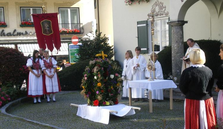 Feier des Erntedankfestes auf dem Mozartplatz in St. Gilgen
