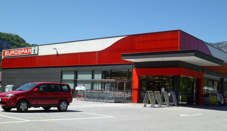 The Eurospar in Bad Goisern is located directly on the B 145 and offers ample parking