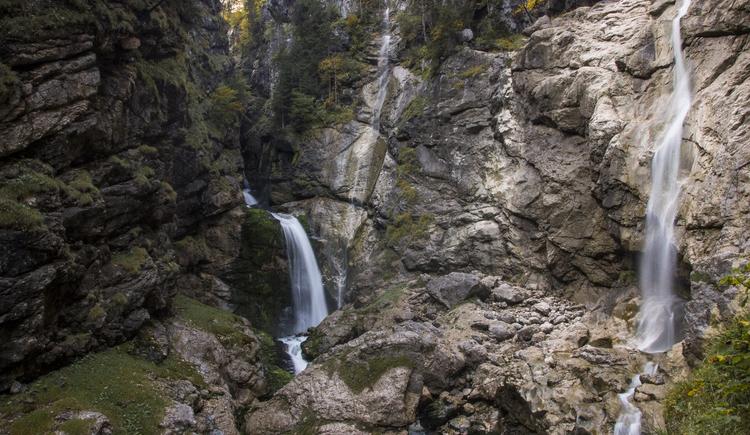 Der Weg durch das romantische Echerntal führt zum Wasserfall Waldbachstrub.