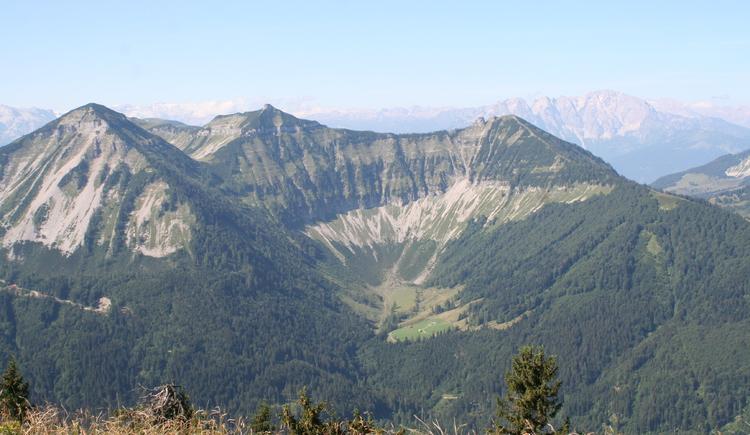 Vom Hochthron aus der Blick auf Gennerhorn, Gruberhorn und Regenspitz. (© TVB Hintersee)