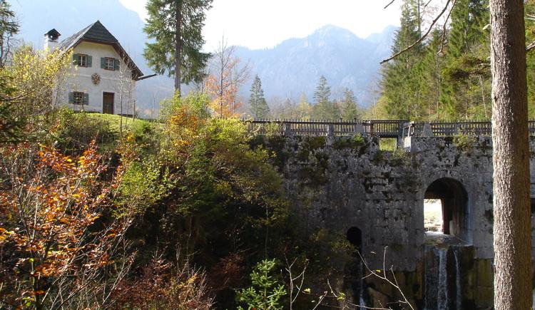 Die Chorinsky-Klause im Weißenbachtal in Bad Goisern wurde früher als Holzdriftanlage genutzt. Aus umwelttechnischen Gründen darf die Klause seit einigen Jahren nicht mehr geschlagen werden. (© Tourismusverband Inneres Salzkammergut)