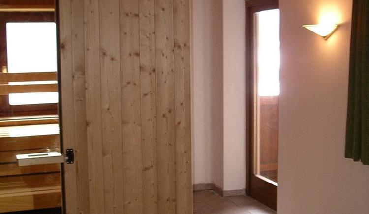 Sauna + Ausgang zu Balkon