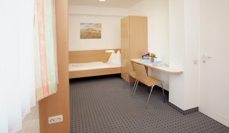 Einzelzimmer, rollstuhlgerechtes Zimmer Jugendgästehaus Linz