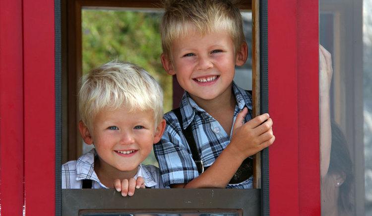 Kinder lieben die Fahrt mit der Zahnradbahn, jeden Freitagnachmittag fahren Familien zum Sparpreis.