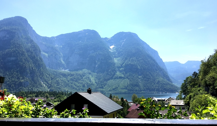 See- und Bergblick vom oberen Balkon. (© Thomas Wigert)